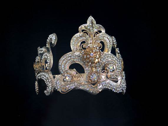 Exquisite vintage Indonesian bridal crown via mistyalbion