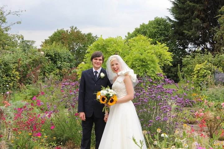vintage wedding with sunflowers at the National Vintage Wedding Fair