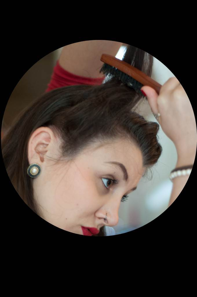 Vintage Victory Roll Tutorial from the Victory Salon via The National Vintage Wedding Fair 3