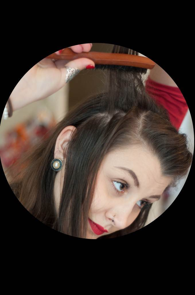 Vintage Victory Roll Tutorial from the Victory Salon via The National Vintage Wedding Fair