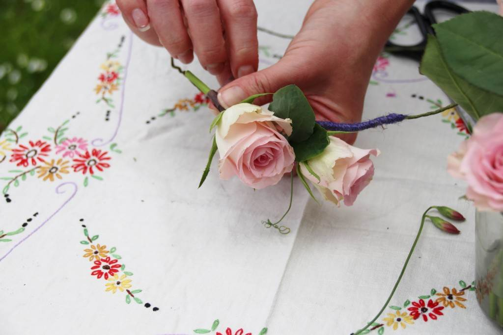 DIY Tutorial How to make a flower hoop for your wedding by Ruth Tilley from Festoon as featured on The National Vintage Wedding Fair