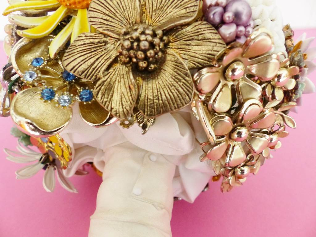 Unique Bride Journal DIY Tutorial: how to make a brooch bouquet