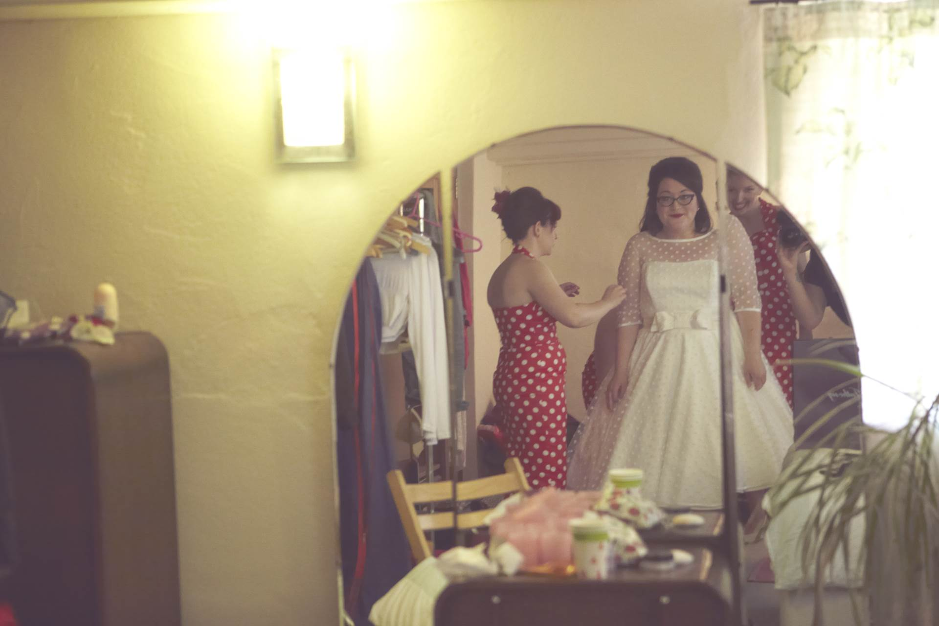Dan And Maddi S Vintage Americana Country Wedding By Natalie J Weddings Featured On The National Fair