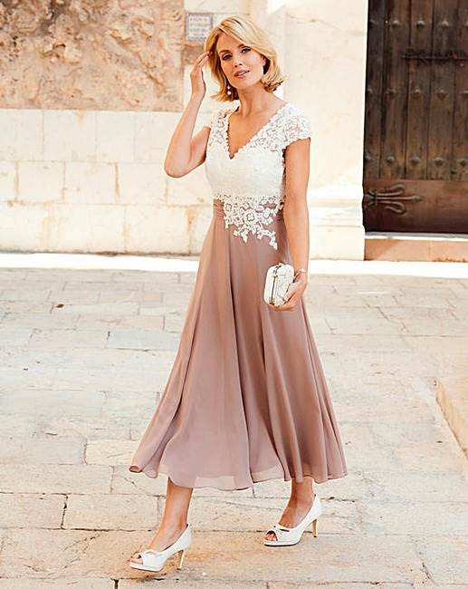 Mother of the Bride Outfits for Destination Weddings