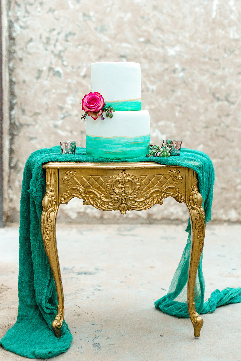 Emerald Wedding Ideas - An Elegant and Modern Styled Elopement in Phoenix, Arizona
